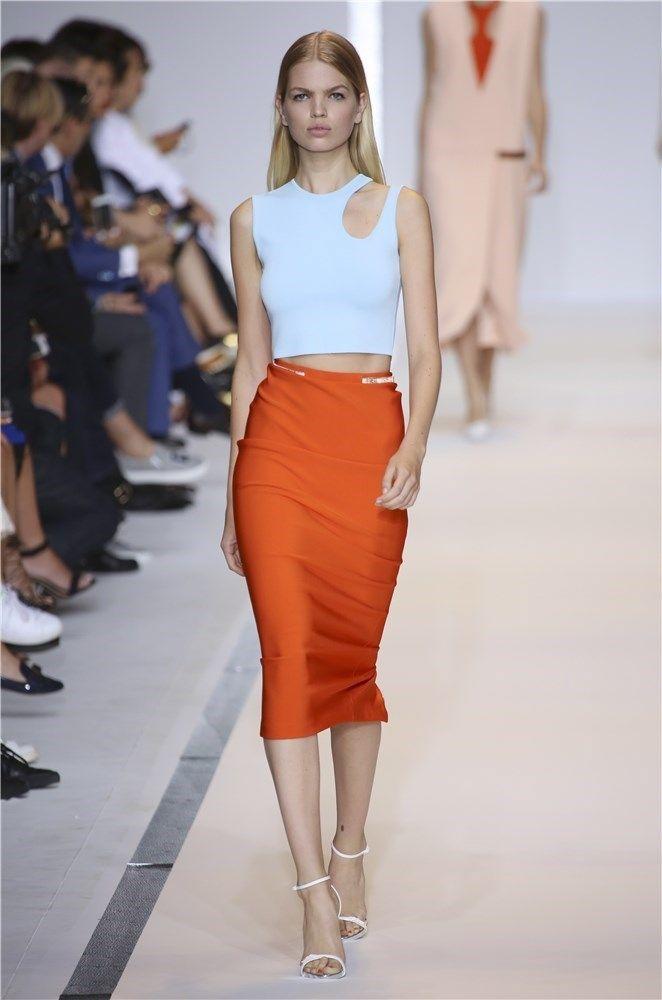 Desfile Mugler colección primavera-verano 2015 en la Semana de la Moda de París: falda