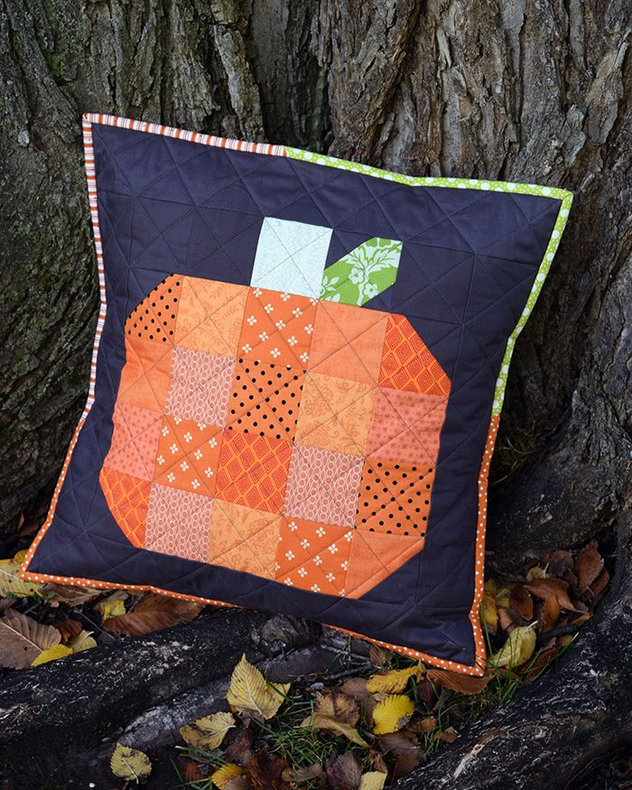 FREE Fall Pumpkin Quilted Pillow Cover Tutorial from The Cloth Parcel & 66 best Pillows images on Pinterest | Cushions Quilted pillow and ... pillowsntoast.com