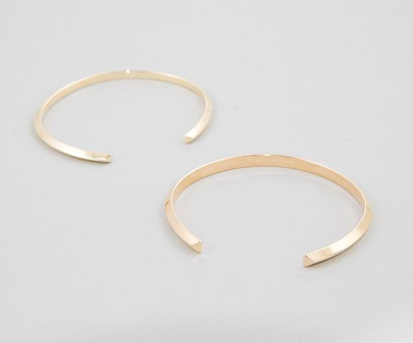 Camillette Jewelry. ANGLE Collection. Open oval bracelets in a triangle shape wire in brass.