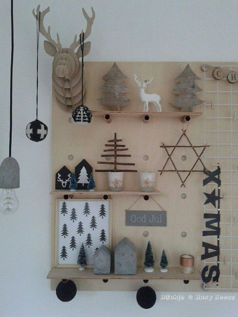 Pegboard Shelving display with copper pipe pegs - Wandbord met koperbuis plankdragers