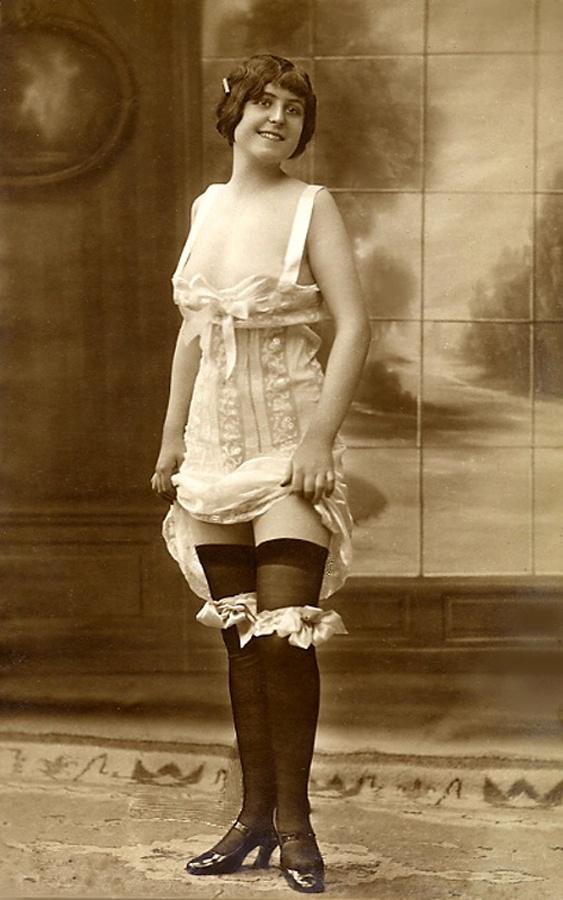 Early erotic flexi midi photography