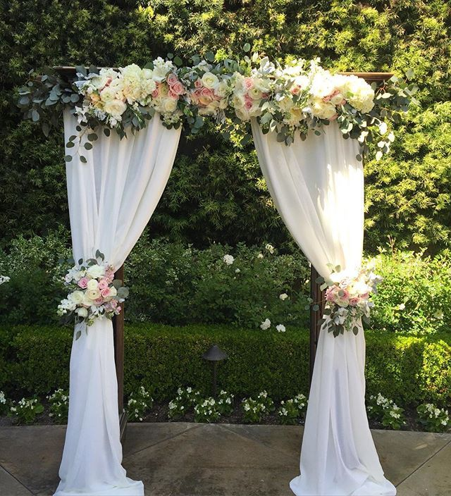Congrats to Jackie and Mike! @franciscangardens#weddingarch#floralsbyjenny