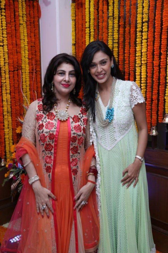 Hrishitaa Bhatt celebrates Ganesh Chaturthi 2013 #Bollywood #Fashion #Style #Hindu #Festival