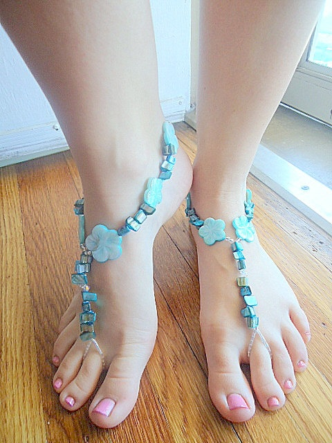 Barefoot sandals anklet foot jewelry shell by PoconoPrincessJewels, $25.00 http://www.PoconoPrincessJewels.etsy.com