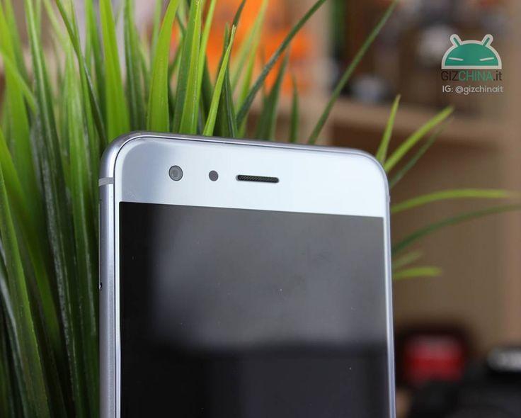 GizQUIZ: Riuscite ad indovinare di quale smartphone stiamo parlando solamente da questa fotografia?  Vediamo quanti di voi riescono ad indovinare al primo colpo!