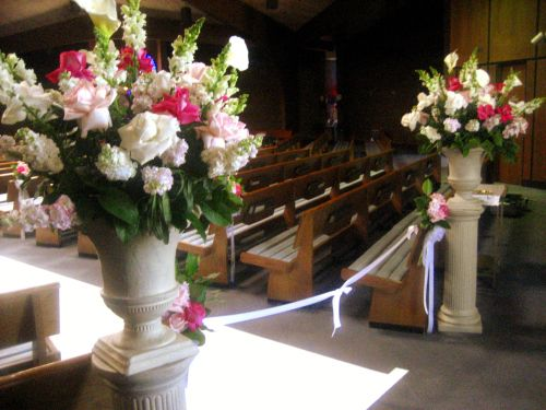 Your ceremony altar can be dolled up with lovely blooms, as well as your entryways, which could benefit from welcoming arrangements among podiums.  #palomniofloraldesigns #wedding #bouquet #bridalbouquet #weddingflowers #bride #chicagoflorist #florist #groom #marriage #weddingreception #weddingceremony