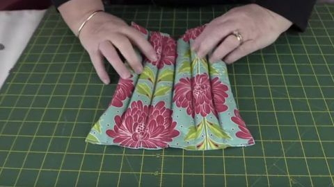 She Makes A Wonderful Rice Heat Pack That Is Useful To All Of Us At Times…   DIY Joy Projects and Crafts Ideas