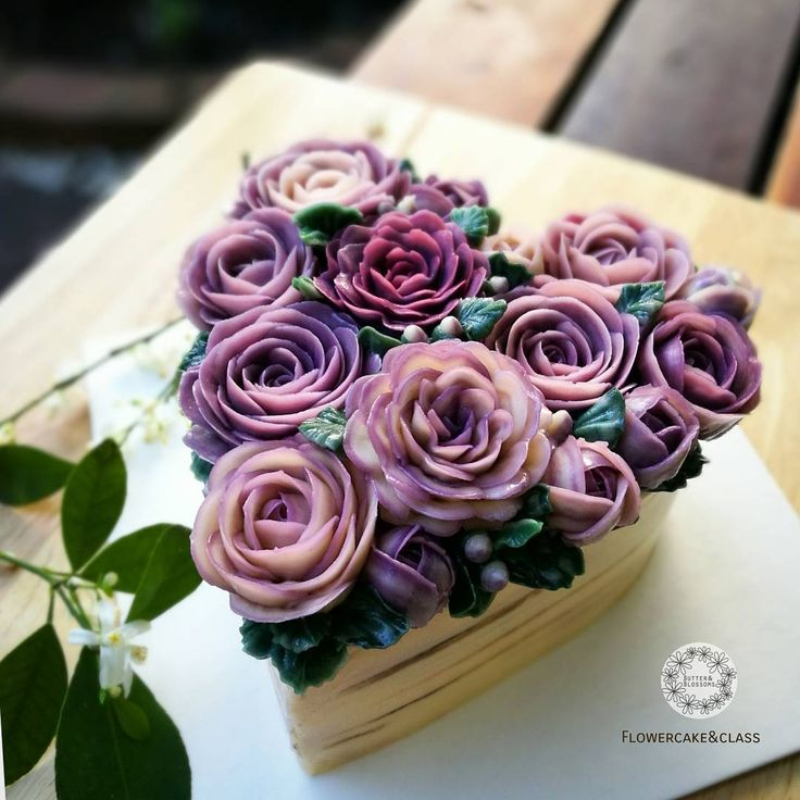 Repost butterblossoms what color is your love? Violet roses for ... #butterblossom #buttercreamflowers #flowercakeclass #roses #violet #valentines #flowercake #heart #koreaflowercake #cakeinspiration #wiltoncake #เค้กดอกไม้