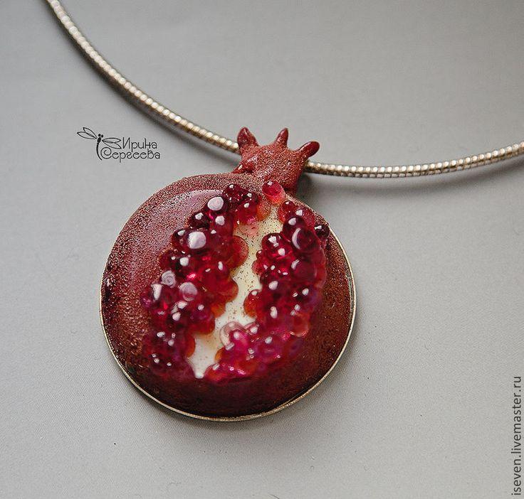 """Купить Кулон """"Гранат"""" - бордовый, гранат, малиновый, рубиновый, подвеска, украшение на шею, лампворк, лэмпворк"""