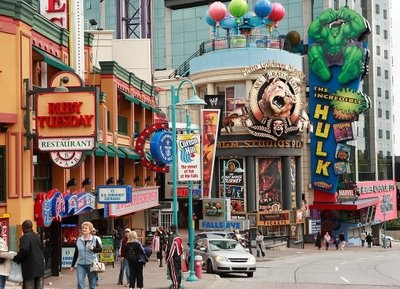 I would love to go on a weekend trip to Clifton Hill, Niagara Falls, Canada with Justin sometime soon!