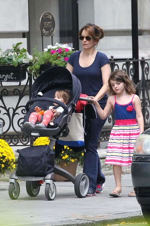 Exclusive - Tina Fey Takes Her Daughters For Lunch At The Bagel Store