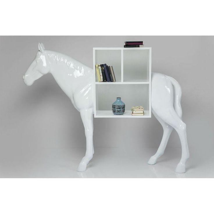 Ραφιέρα Horse white Μία εντυπωσιακή φιγούρα αλόγου ένα ελκυστικό μείγμα της κλασικής γλυπτικής ιπποειδών  στις πραγματικές διαστάσεις ενός αλόγου ή πόνυ που δημιουργεί μία ιδιαίτερη ραφιέρα και θα προσελκύσει τα βλέμματα θαυμασμού. Ένα πραγματικά ξεχωριστό στοιχείο που ενισχύει οποιοδήποτε ιδιωτικό ή επαγγελματικό χώρο.Υλικό : Polyresin, ράφια LVL