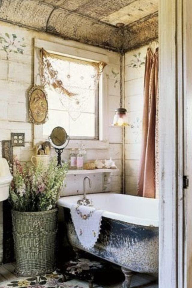 Shabby Chic Bathroom Decor: Farmhouse Bathroom Ideas