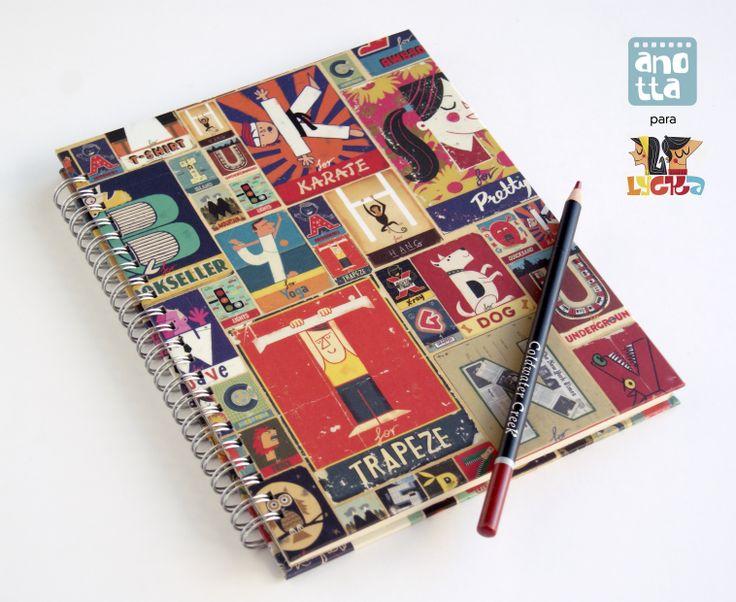 Libreta hecha a mano con papel de regalo, exclusiva para la tienda Lycka, en Granada.