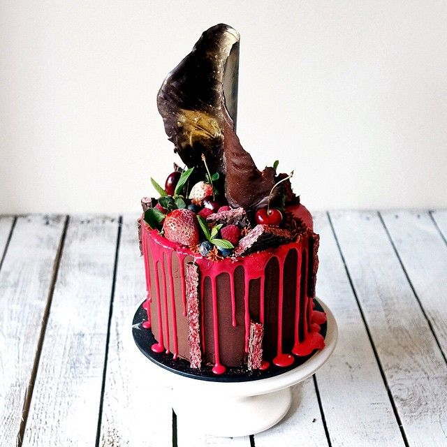Death by Cherry Ripe: a chocolate layered fudge cake with homemade cherry ripe filling, iced with a dark chocolate ganache and raspberry flavoured drip! Wait till you see the inside! #cherryripe