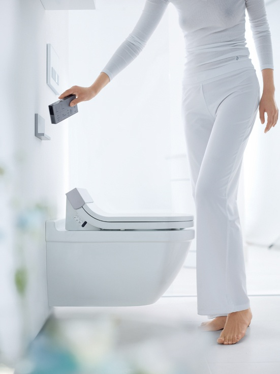 The heated toilet seat feels pleasant to the touch and its temperature can be individually controlled.