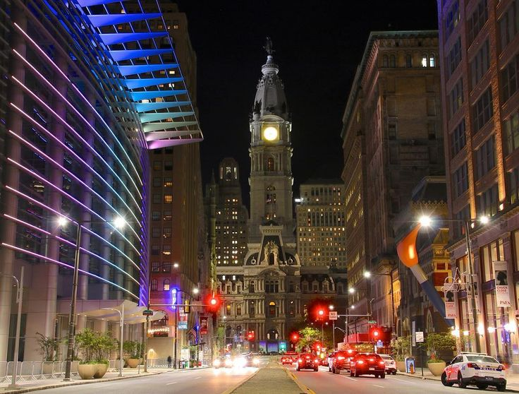 Broad St. North to South Pa. Convention center left PAFA (Pa. Academy of Fine Arts) right. #philadelphia #philly #phillygram #phillyprimeshots #phillymasters #williampenn #williampennwednesday #phillyatnight #cityhall #architecturelovers #architecture #pafa #paconventioncenter #igers_philly #howphillyseesphilly #whyilovephilly #northbroadstreet