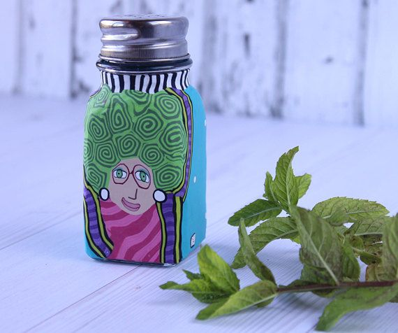 Green salt shaker, salt and pepper, pepper shaker, whimsical shaker, glass shaker, spice shaker, housewarming gift, gift for mother  This teal and green salt shaker is made of glass and coated with a thin layer of polymer clay, in a vibrant whimsical pattern. The funny face looks at you in an examining look and will be proud to decorate your table and add life to any occation.. The shaker may be used also as a spice shaker or pepper shaker.  A perfect housewarming gift, wedding gift and a…