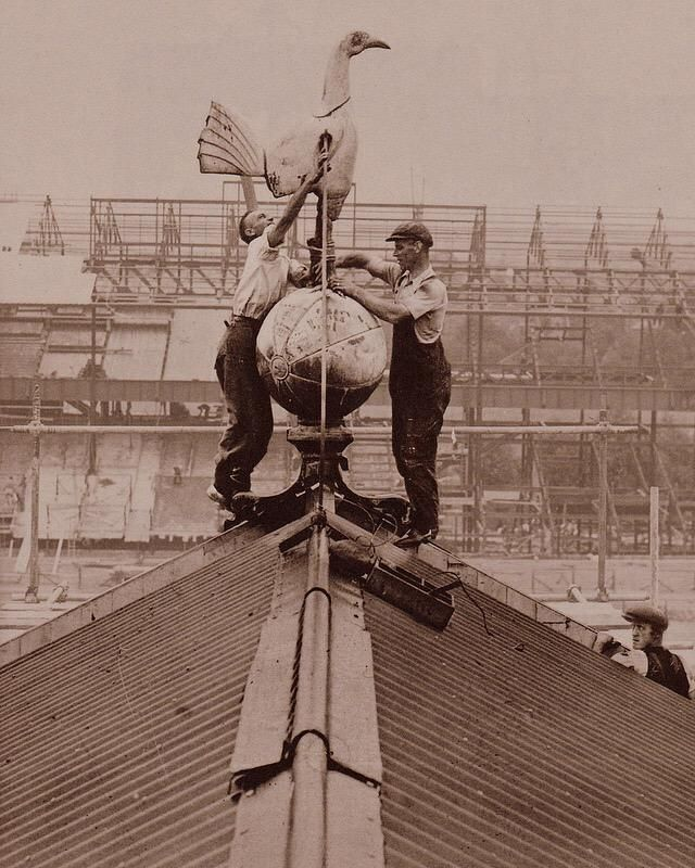 Spurs Famous Cockerel installed on the roof in 1934 #THFC
