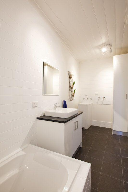interior : bathroom & laundry