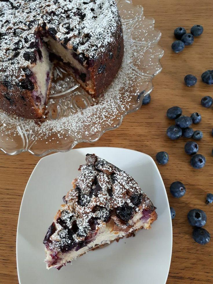 Découvrez comment réaliser ce gâteau au yaourt et aux myrtilles très simple et pourtant très savoureux! Une recette parfaite pour toutes les saisons!