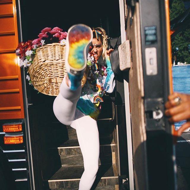 Майли Сайрус поссорилась с Dolce & Gabbana в соцсетях #показ #мода #Dolce&Gabbana #певица #скандал.ссора #МайлиСайрус