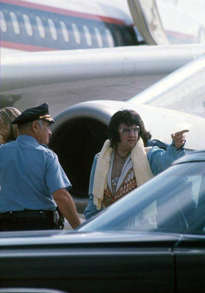 June 6, 1976 Boarding the Lisa Marie with Linda Thompson In Atlanta, Georgia