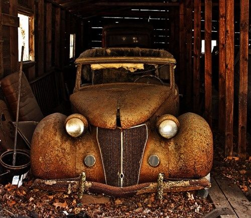 rusted vintage car