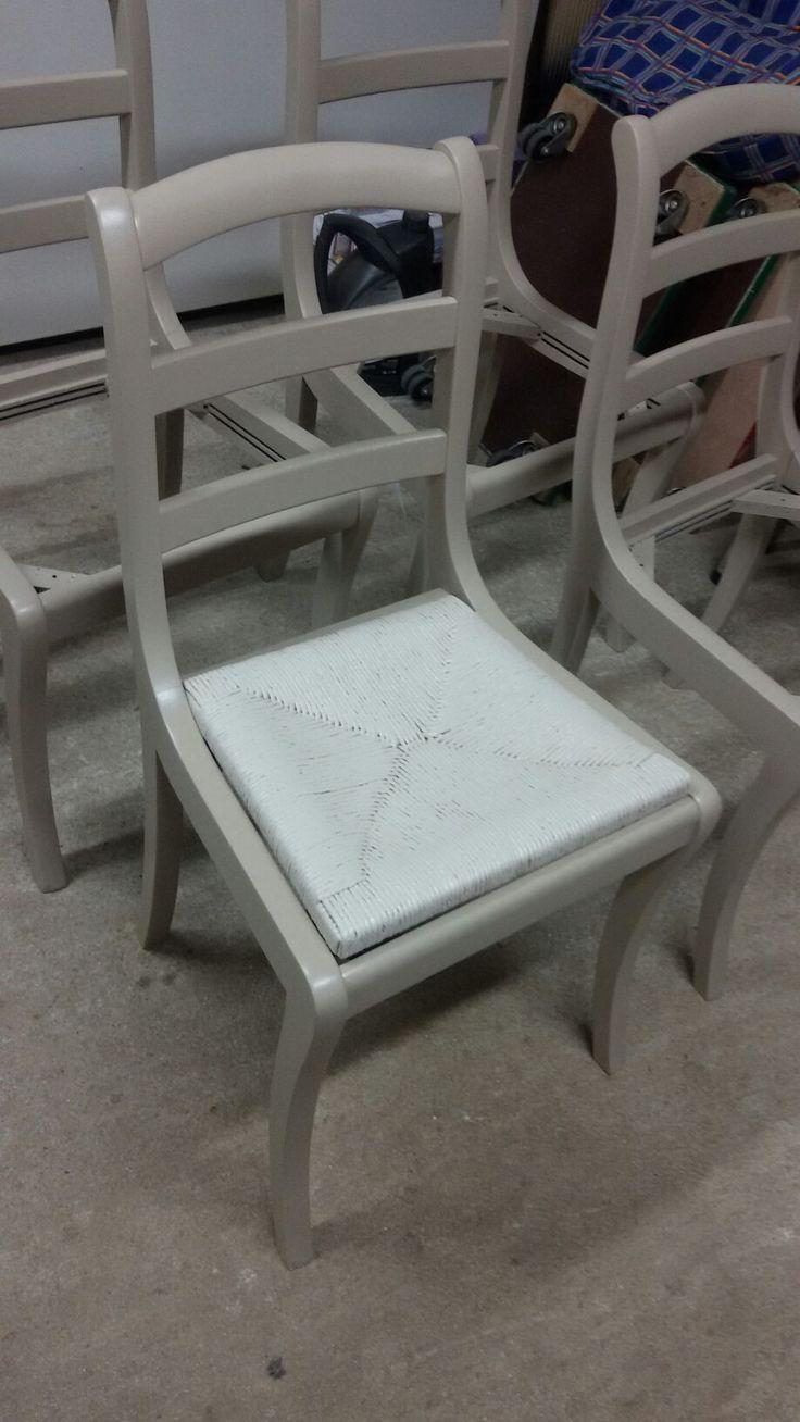 Relooking chaises à la finition --peinture Farrow and Ball à l'atelier Les meubles de Cathy 27210 Saint Maclou