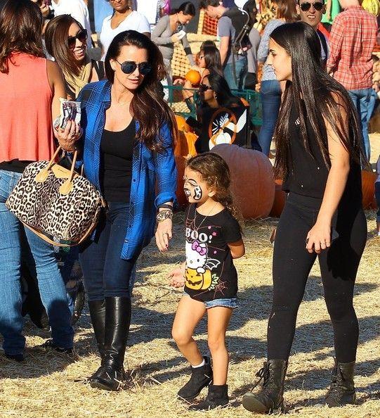 Kyle Richards Photos - Kyle Richards & Her Daughters At Mr. Bones Pumpkin Patch - Zimbio
