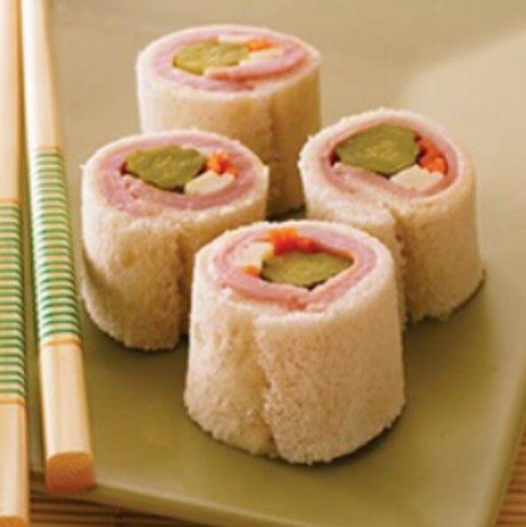 Kid's sushi, zelf rolletjes maken van vroor en groente, beleg. Wat zullen ze lol hebben om met stokjes te leren eten!