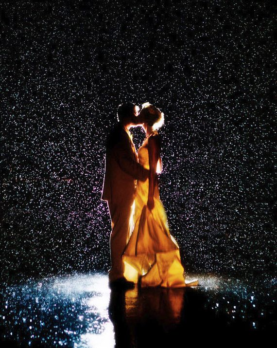 How did they do this, is it water? Lights? Whatever it is, it's fantastic! #wedding #photography