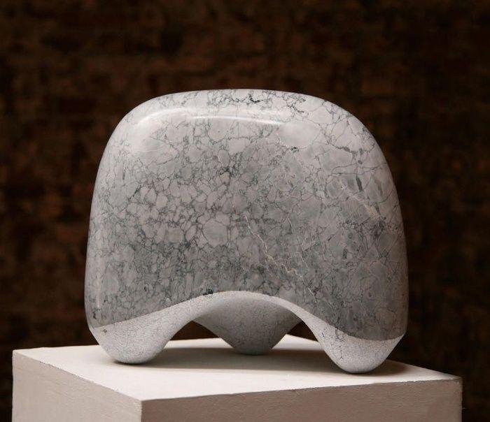 Nel 2009 espone al Centro Culturale S.Agostino, Pietrasanta, Lucca