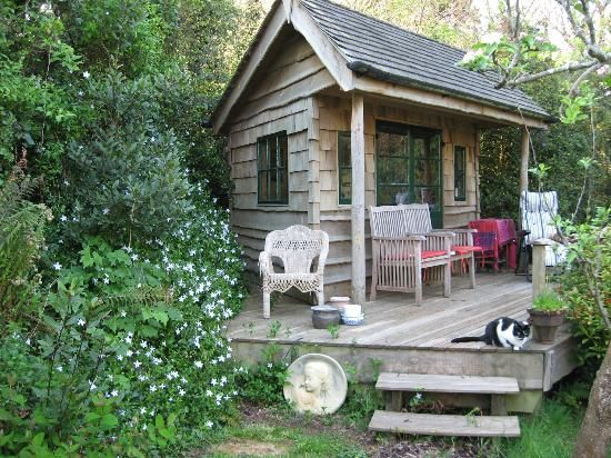 Norwegian Wood Organic Bed and Breakfast: Shingle chalet for Nutritional Consultations and chill.