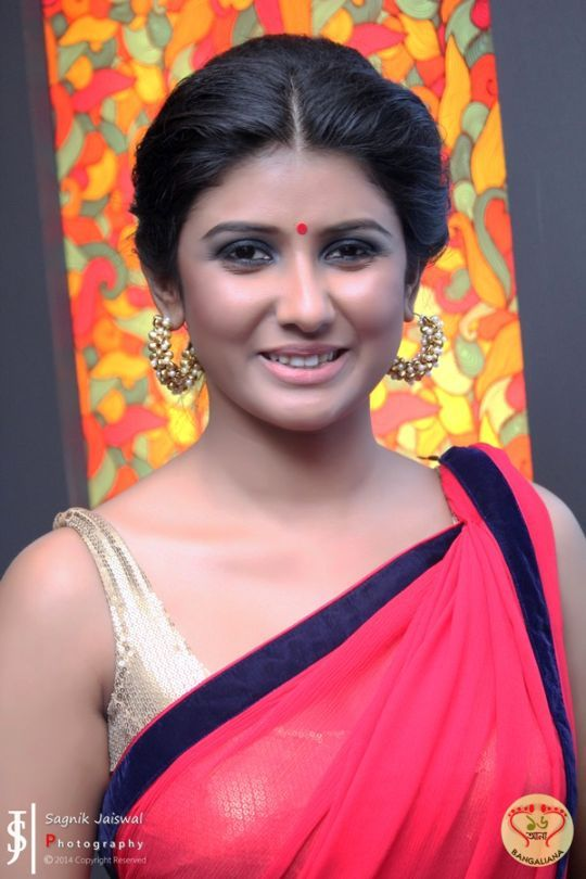 The premiere of the much awaited film Apur Panchali was held at South City Mall Inox on Thursday April 24 and present at the premiere were all the glittering stars of Tollywood. : http://sholoanabangaliana.in/blog/2014/04/25/apur-panchali-premiere-pics-tollywood-glitterati-comes-together-support-silver-peacock-winning-director-kaushik-ganguly/#ixzz30X8nObkr