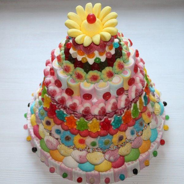 Pièce montée en bonbons multicolore