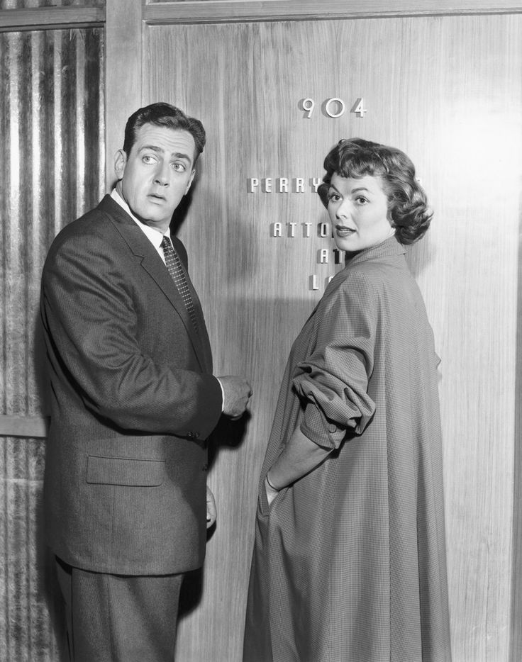 Della Street (Barbara Hale) and Perry Mason (Raymond Burr) caught!