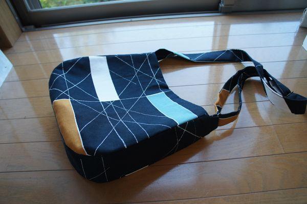 北欧布の斜め掛けバッグ