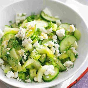 Bleekselderij-komkommersalade
