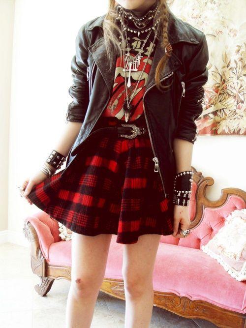 rock - camiseta de banda, saia xadrez e acessórios - http://vestidododia.com.br/estilos/estilo-glam/estilo-glam-rock/conheca-o-estilo-glam-rock/