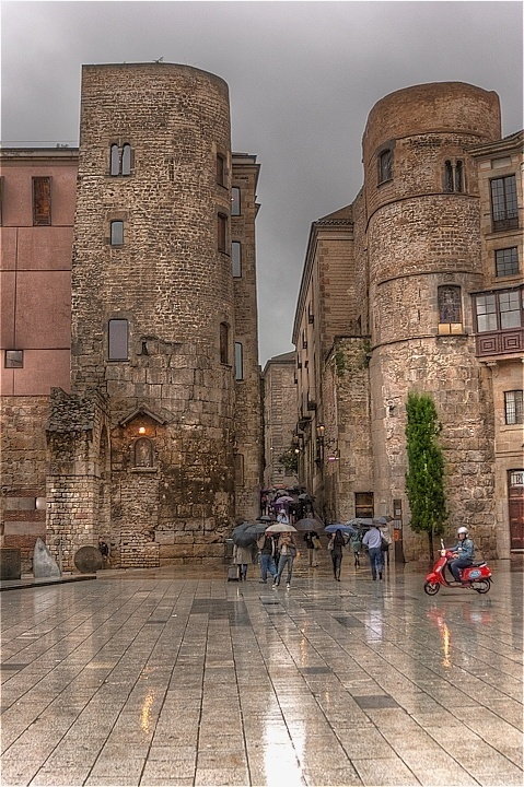 Barcelona entrada carrer del Bisbe des de plaça Catedral