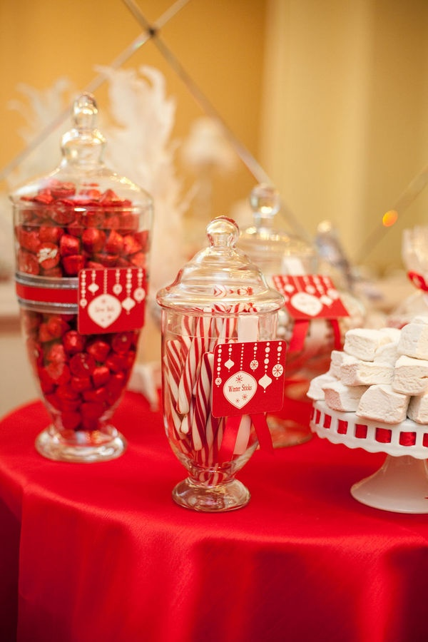 cute holiday table decor the vintage look is perfect for an ugly sweater party #DearTopShop