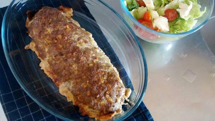 Vuohenjuustolla ja pinaatilla täytetty lihamureke ja mozzarellasalaatti