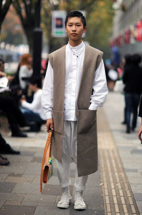 tokyo street fashion | Tumblr SO PRIESTLY! But that sleeveless coat is DA…
