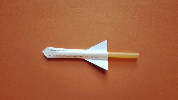 Raketa z malých sáčků od cukru :: Tvoření nejen s dětmi