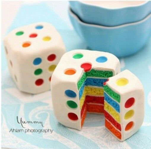 Rainbow Dice Cake: OOH LOVE! And Of Course, It has to have the 5 Face Up!
