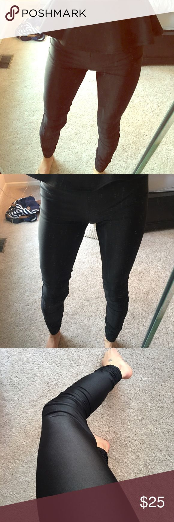 AX stretch leggings AX stretch leggings. Little shiny look but sexy! Just too big on me 😬💔 awesome great condition A/X Armani Exchange Pants Leggings
