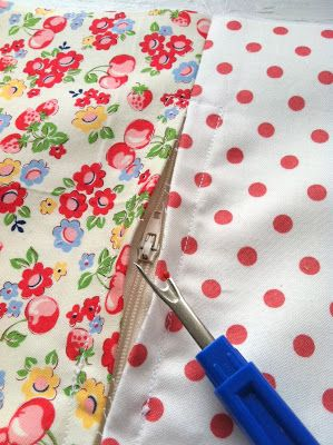 Invisible Zipper Pillow Tutorial - Quilting In The Rain