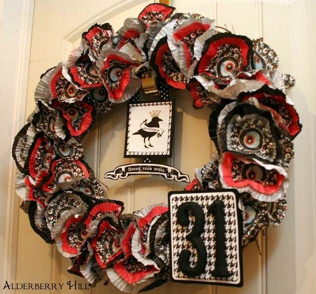 Spooky eyeball cupcake liner wreath.