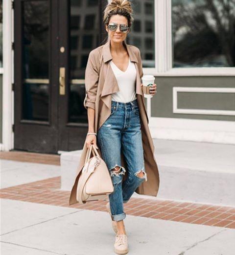 Рваные джинсы по-прежнему рулят! Мы видели, что самые отчаянные носили рваные джинсы даже поздней осенью и зимой. Как бы там ни было, сейчас идеальное время! Степень рваности зависит от вас, вашего стиля и контекста. Загляните к нам в JiST, мы вам поможем определиться с этой степенью.  #summer #fashion #outfitidea: #stylish & #trendy #destroyed #denim #jeans help to create #chic #outfit #мода #стиль #тренды #джинсы #модно #стильно #киев #новаяколлекция